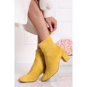 Žluté kožené velurové kotníkové kozačky na hrubém podpatku Classico